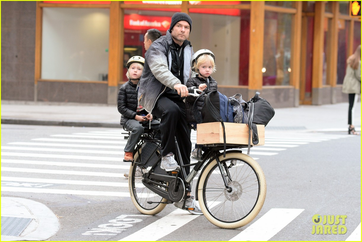 naomi watts liev screiber boys all ride on same bike 022973008