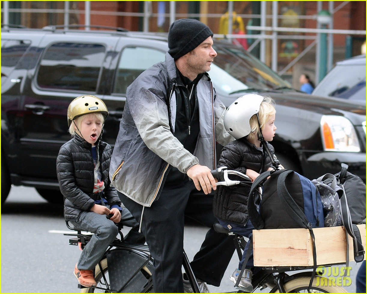 naomi watts liev screiber boys all ride on same bike 032973009