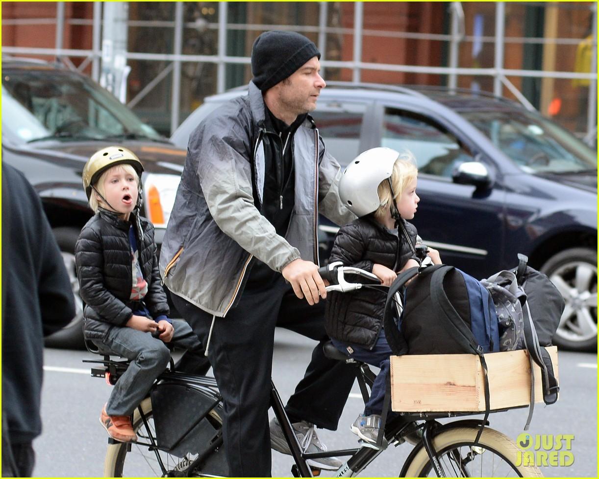 naomi watts liev screiber boys all ride on same bike 122973018