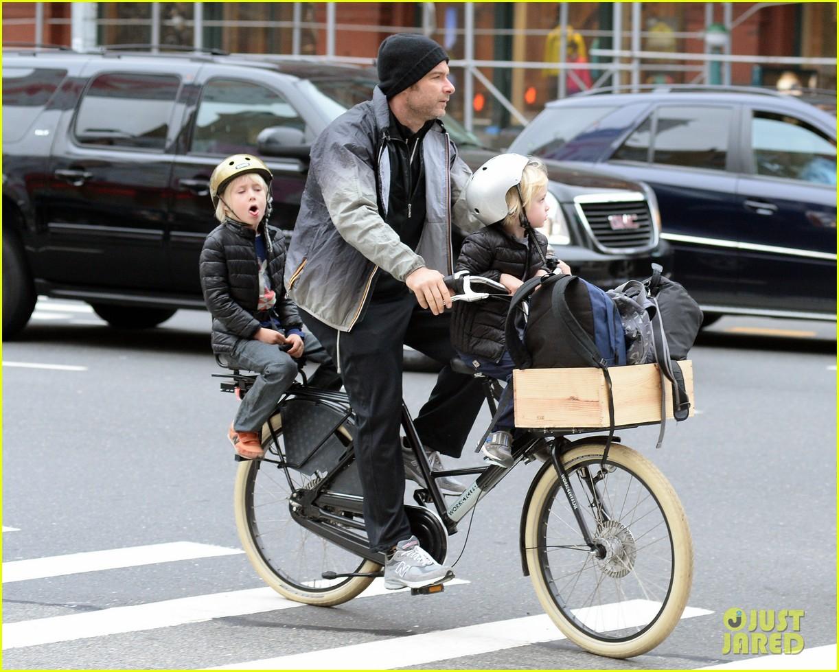 naomi watts liev screiber boys all ride on same bike 132973019