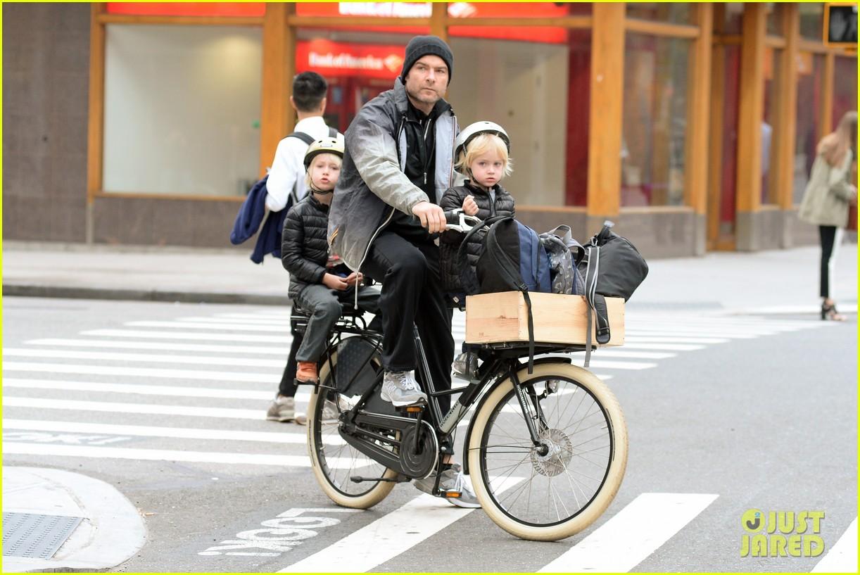 naomi watts liev screiber boys all ride on same bike 152973021