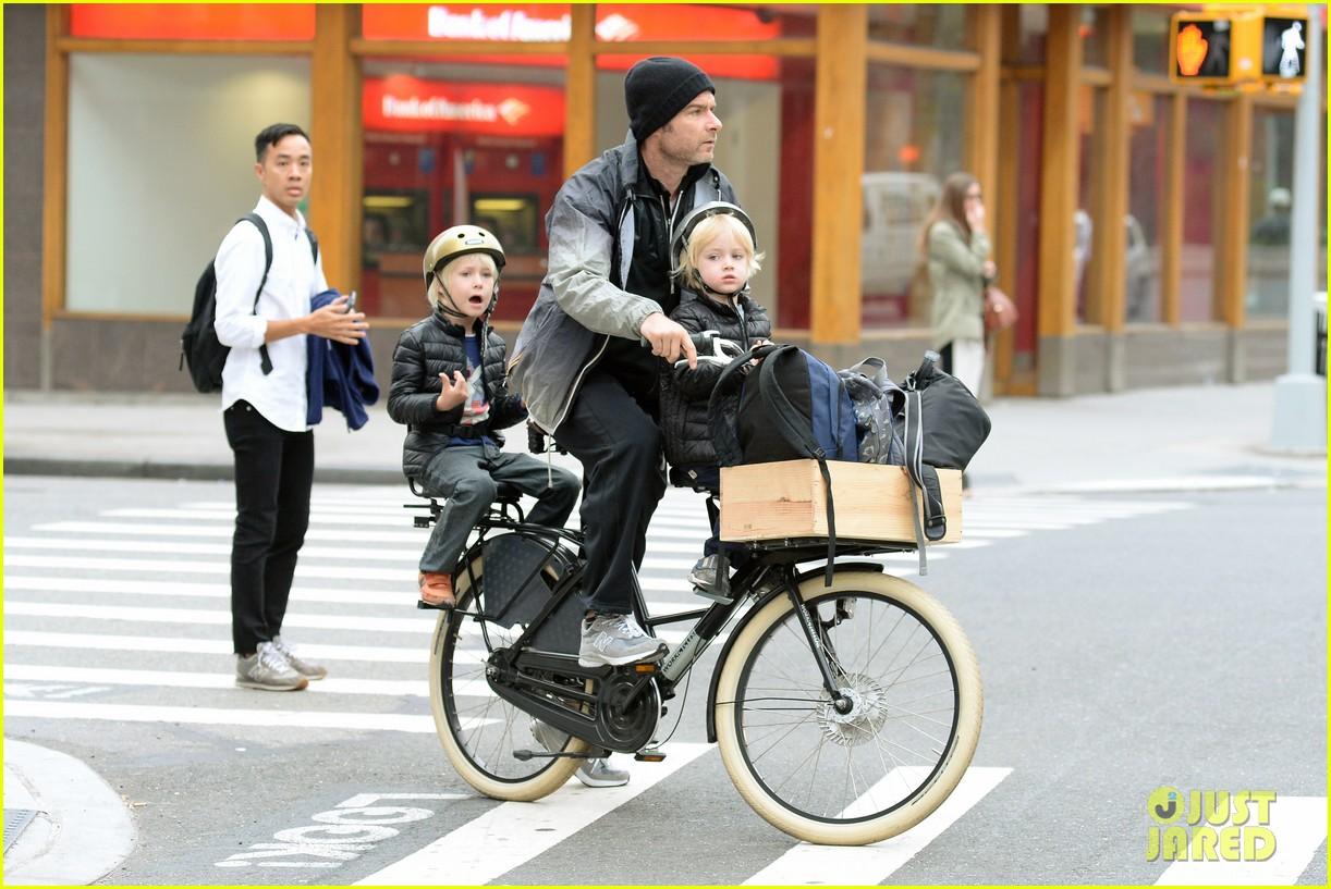 naomi watts liev screiber boys all ride on same bike 172973023