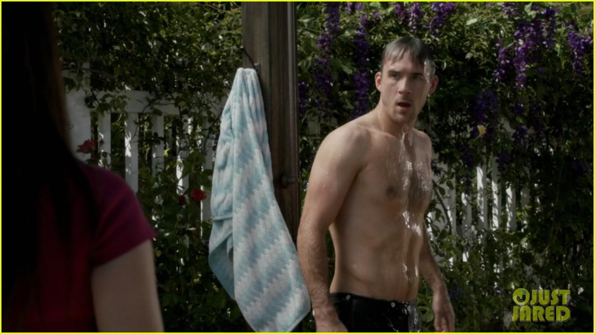 nick wechsler barry sloane revenge shirtless studs 102981644