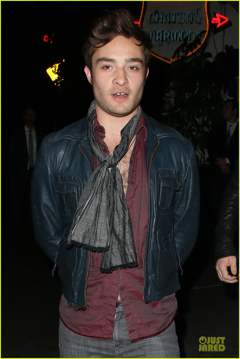 ed westwick talks american accent on queen latifah show 022974602