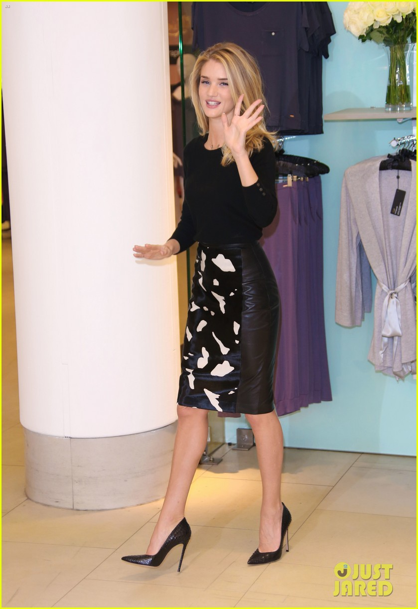 rosie huntington whiteley rosie for autograph photo call 10