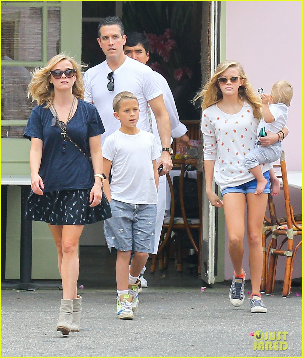 reese witherspoon jim toth saturday lunch with the kids 012975100