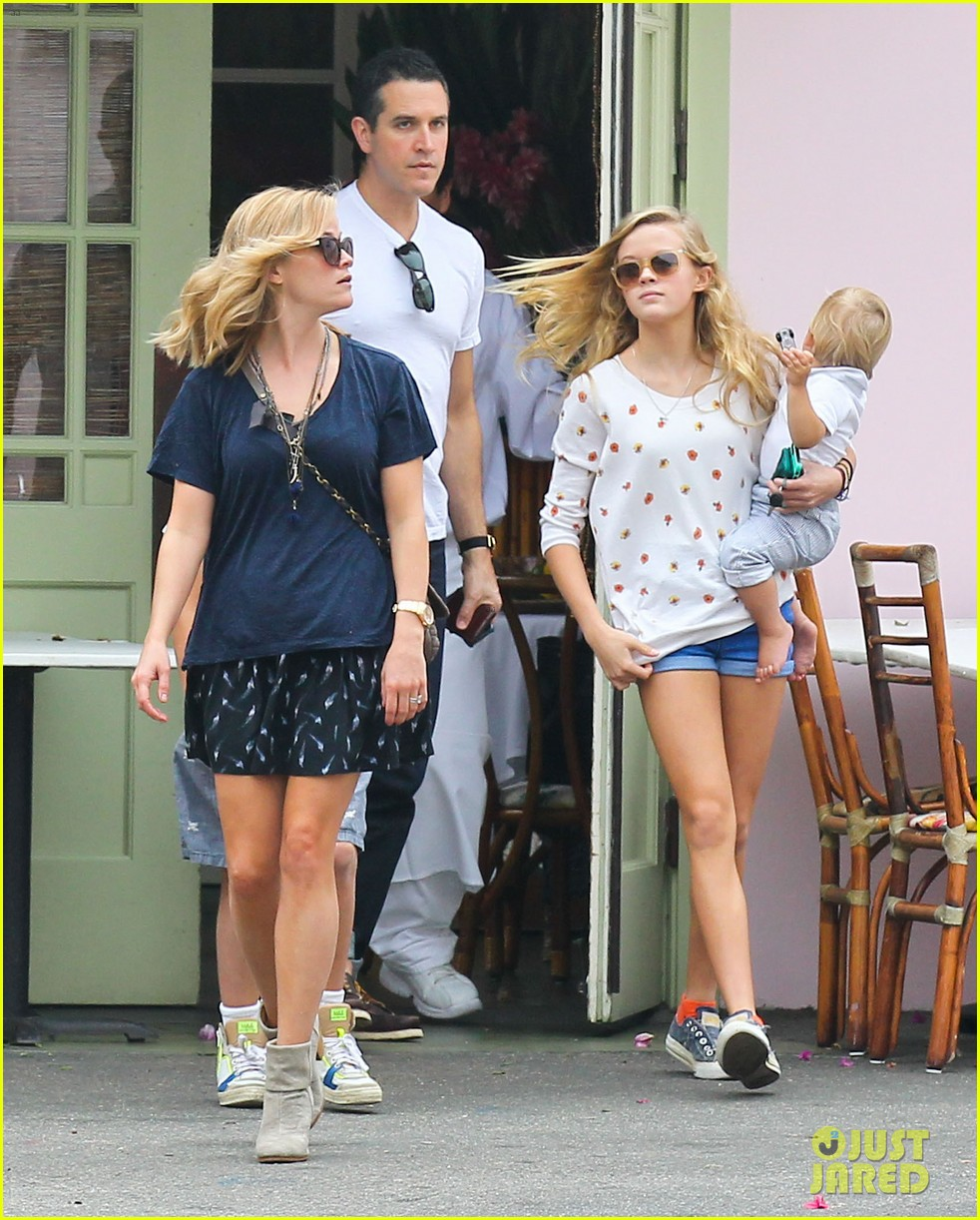 reese witherspoon jim toth saturday lunch with the kids 032975102