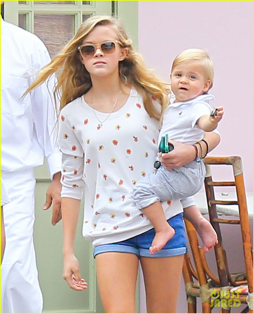 reese witherspoon jim toth saturday lunch with the kids 042975103