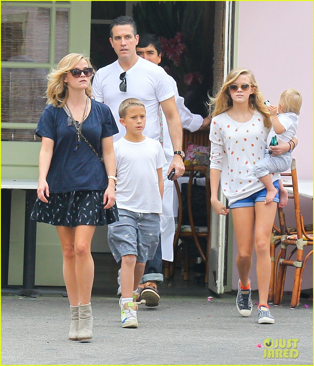 reese witherspoon jim toth saturday lunch with the kids 062975105