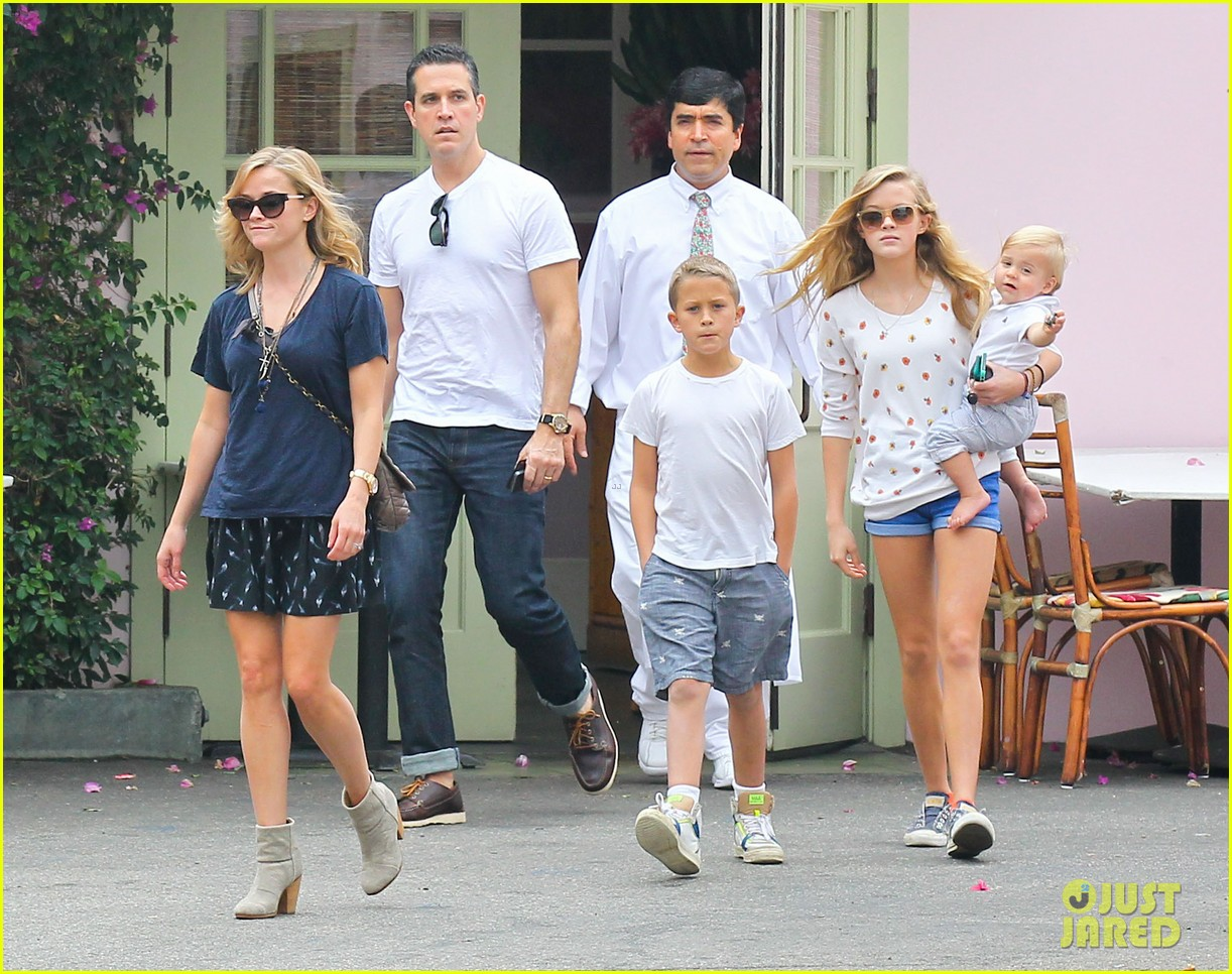 Reese Witherspoon Jim Toth Saay Lunch With The Kids