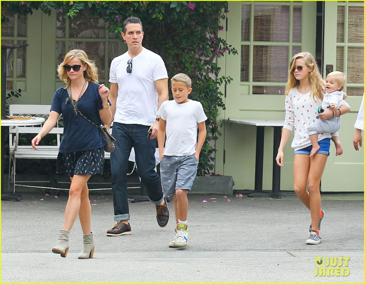 reese witherspoon jim toth saturday lunch with the kids 082975107