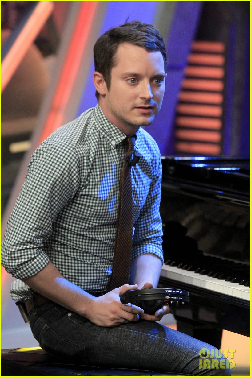 elijah wood grand piano promo in madrid 012972927