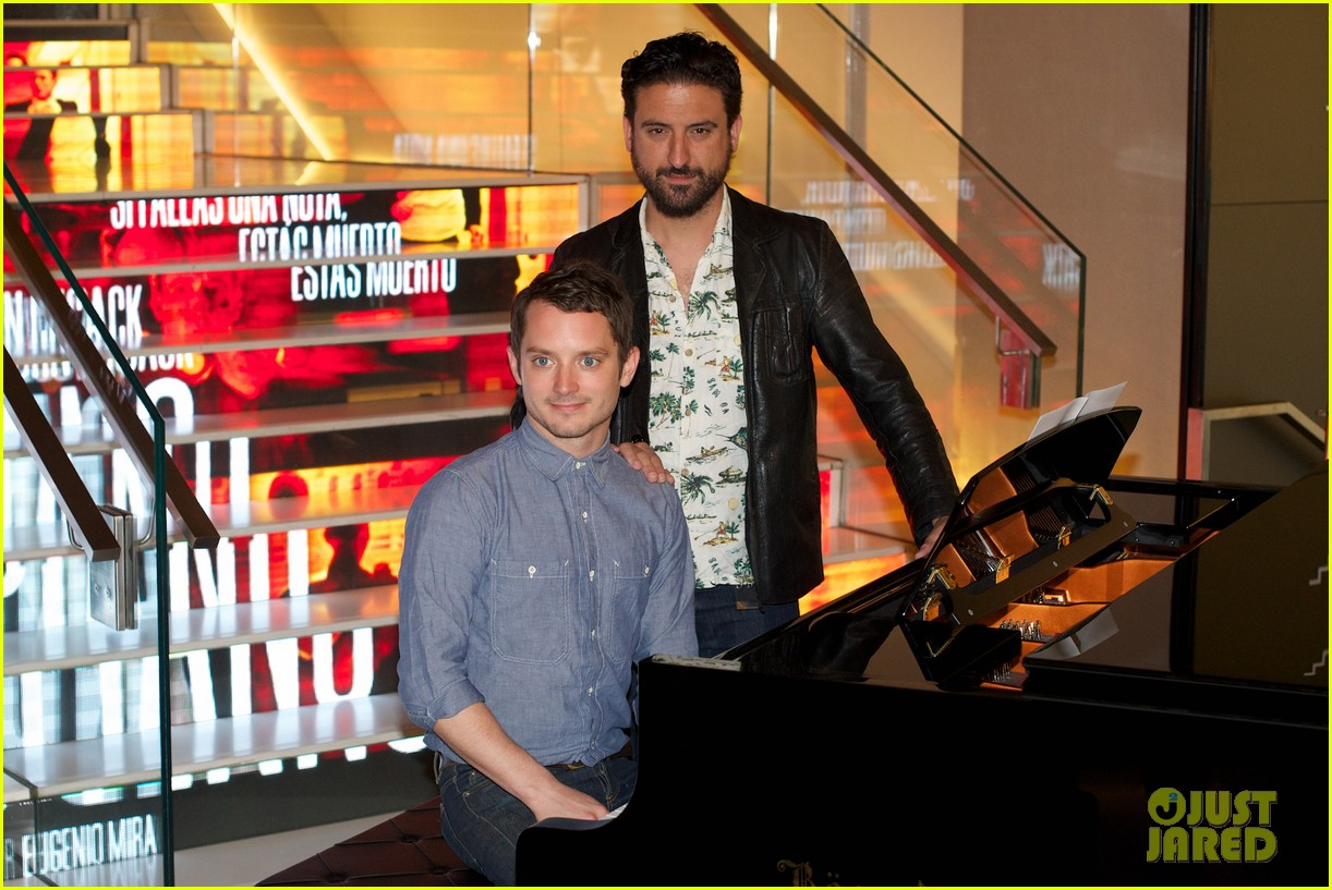 elijah wood grand piano promo in madrid 132972939