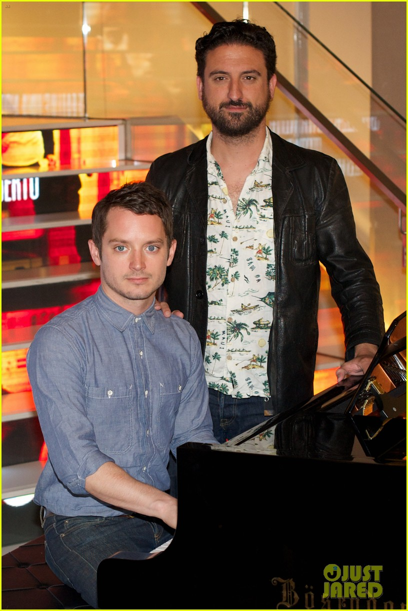elijah wood grand piano promo in madrid 172972943