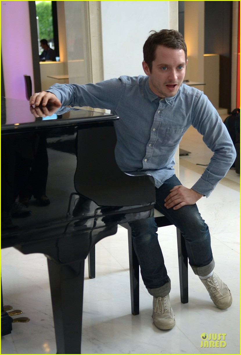 elijah wood grand piano photo call at sitges film fest 132970380