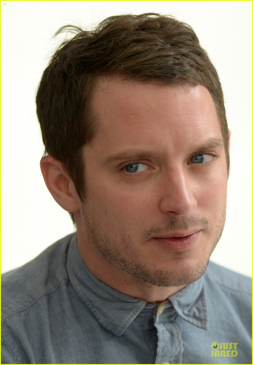 elijah wood grand piano photo call at sitges film fest 162970383