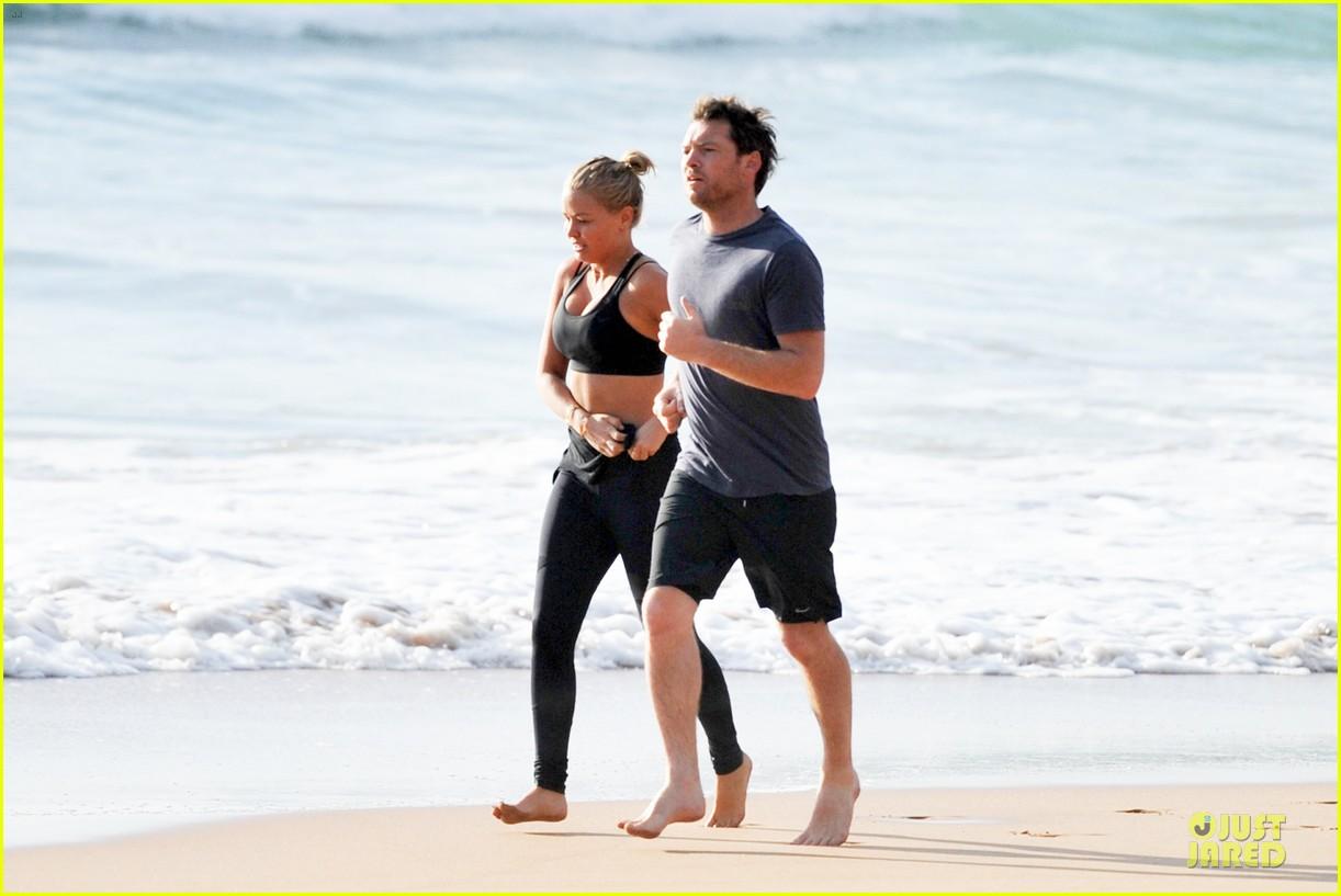 shirtless sam worthington laura bingle beach kissing couple 032969713