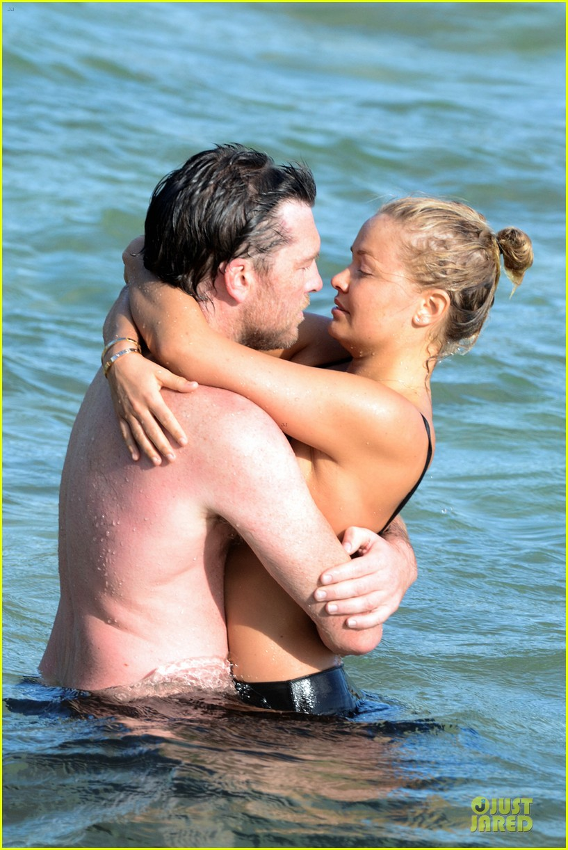 shirtless sam worthington laura bingle beach kissing couple 062969716