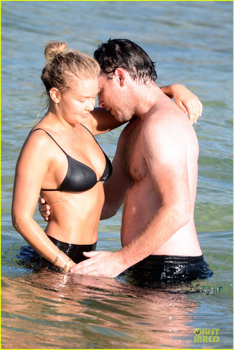 shirtless sam worthington laura bingle beach kissing couple 072969717