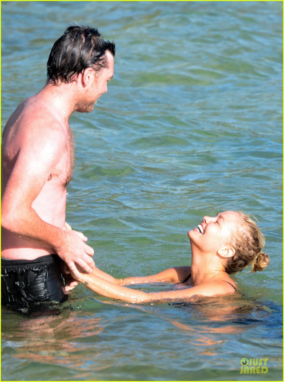 shirtless sam worthington laura bingle beach kissing couple 102969720