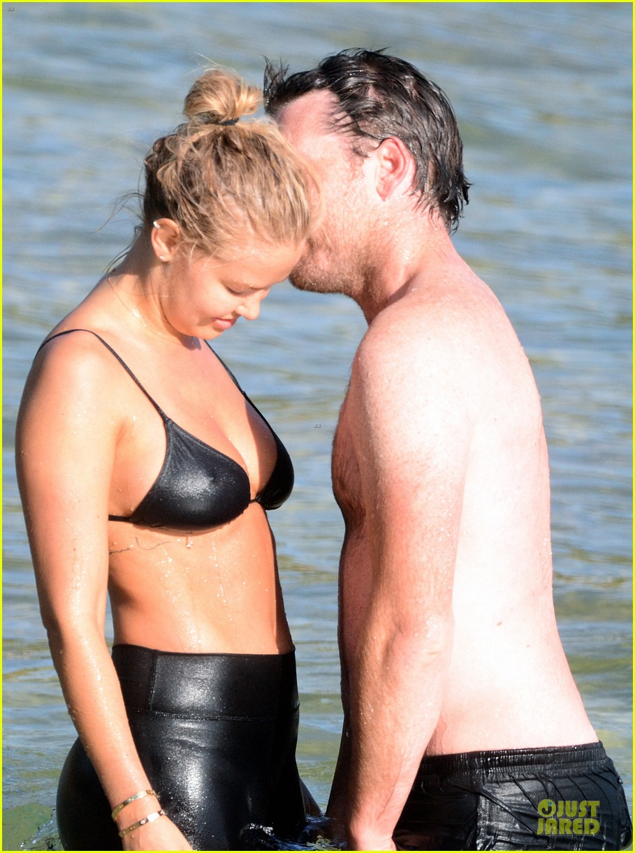shirtless sam worthington laura bingle beach kissing couple 142969724