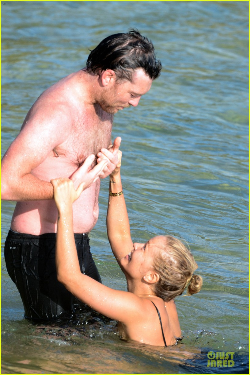 shirtless sam worthington laura bingle beach kissing couple 152969725