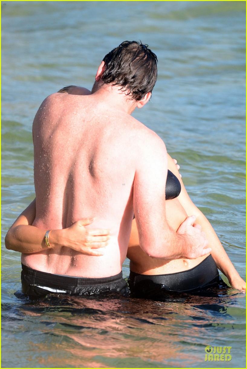 shirtless sam worthington laura bingle beach kissing couple 272969737