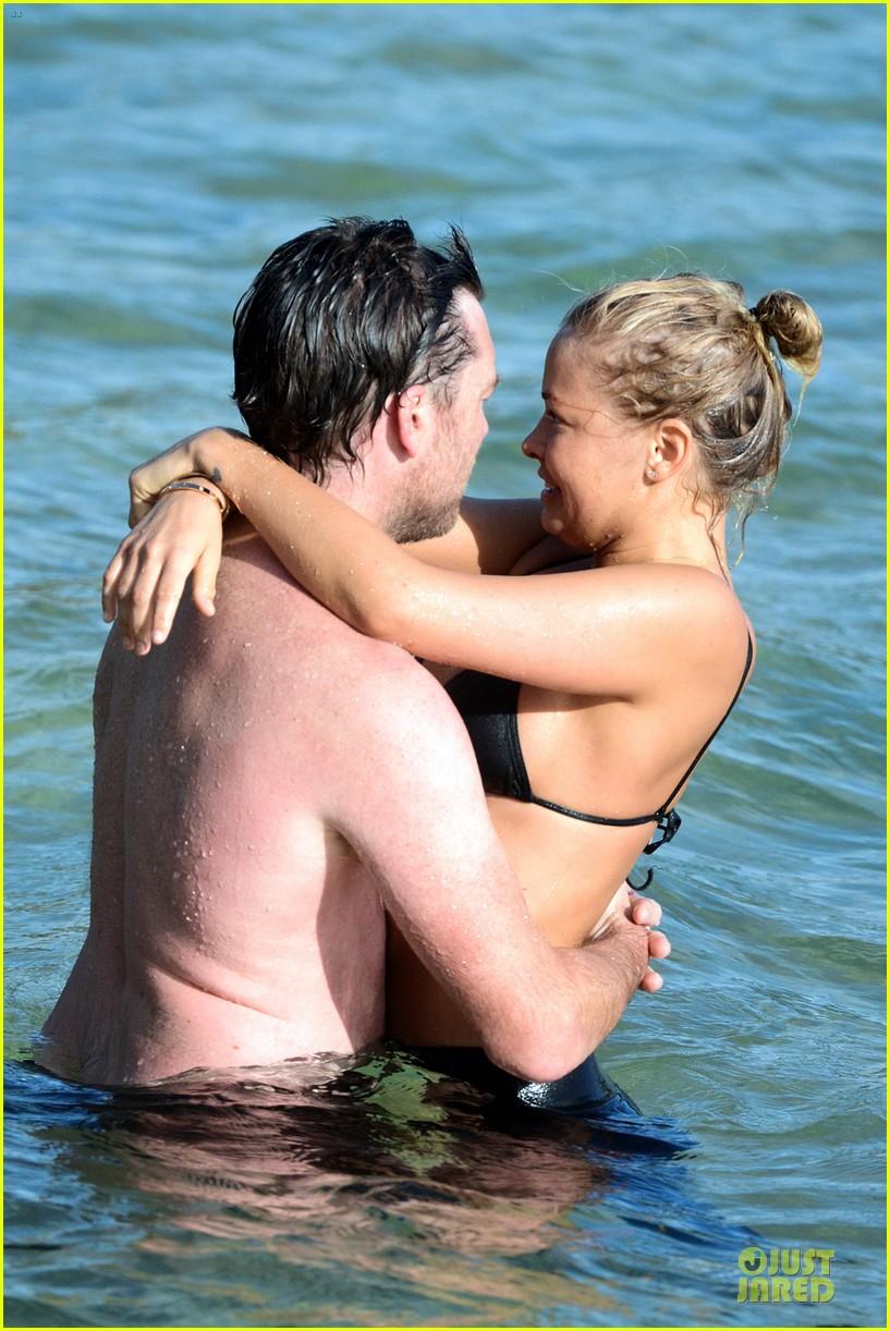 shirtless sam worthington laura bingle beach kissing couple 312969741
