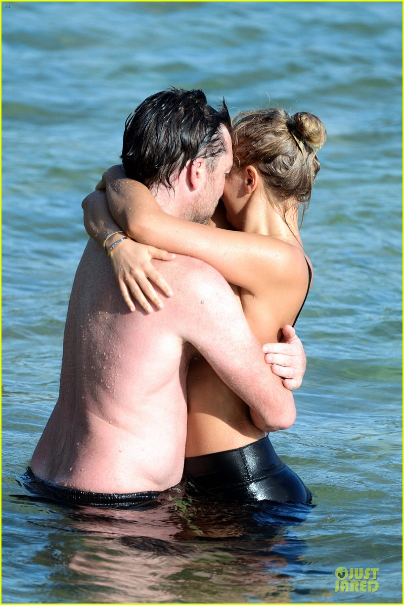shirtless sam worthington laura bingle beach kissing couple 342969744