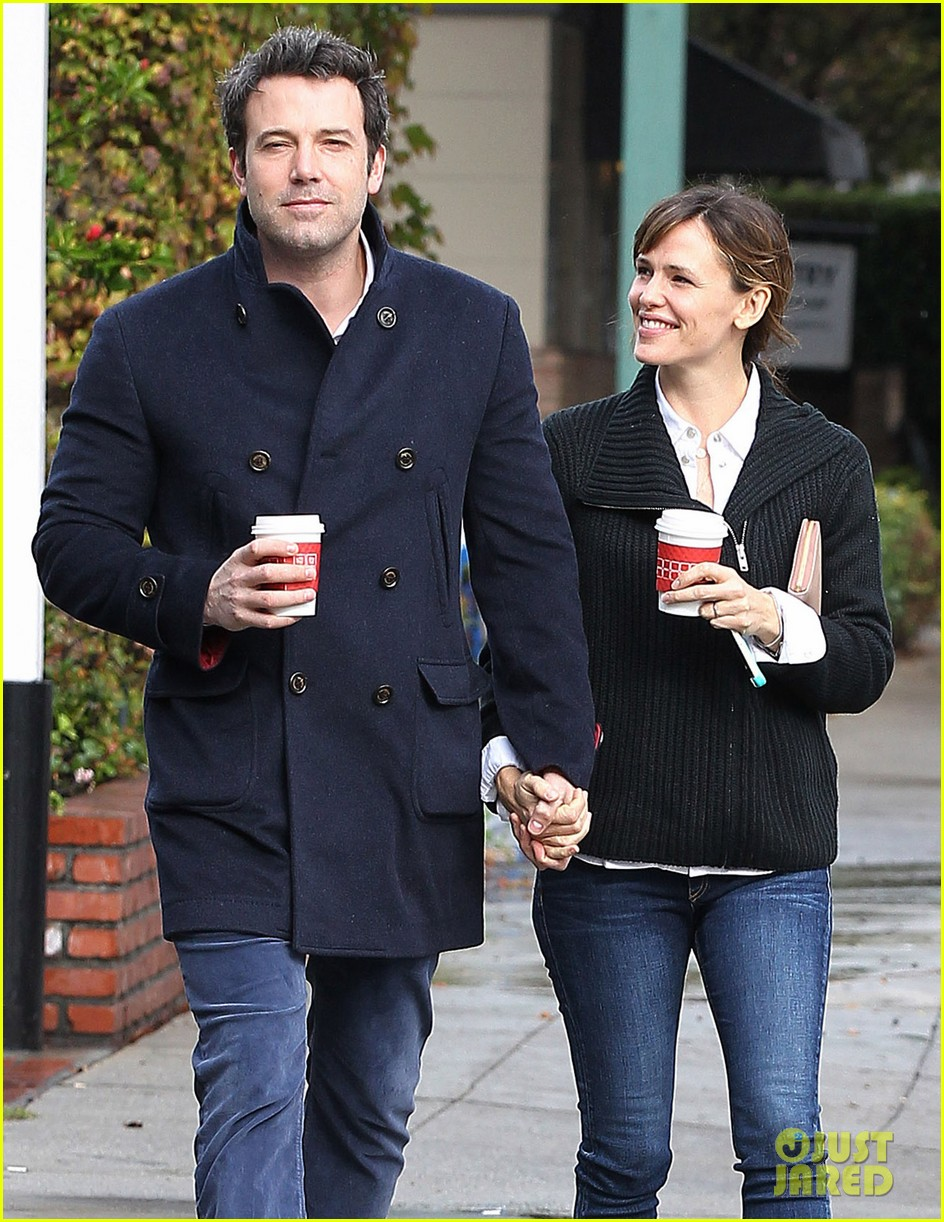 ben affleck opens car door for jennifer garner 083002243