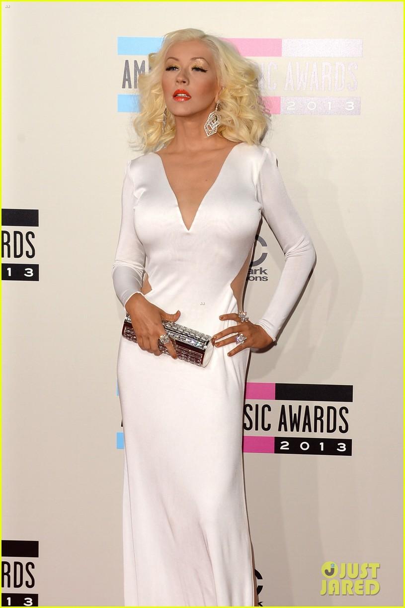 Aguilera en los American Music - Página 3 Christina-aguilera-amas-2013-red-carpet-11