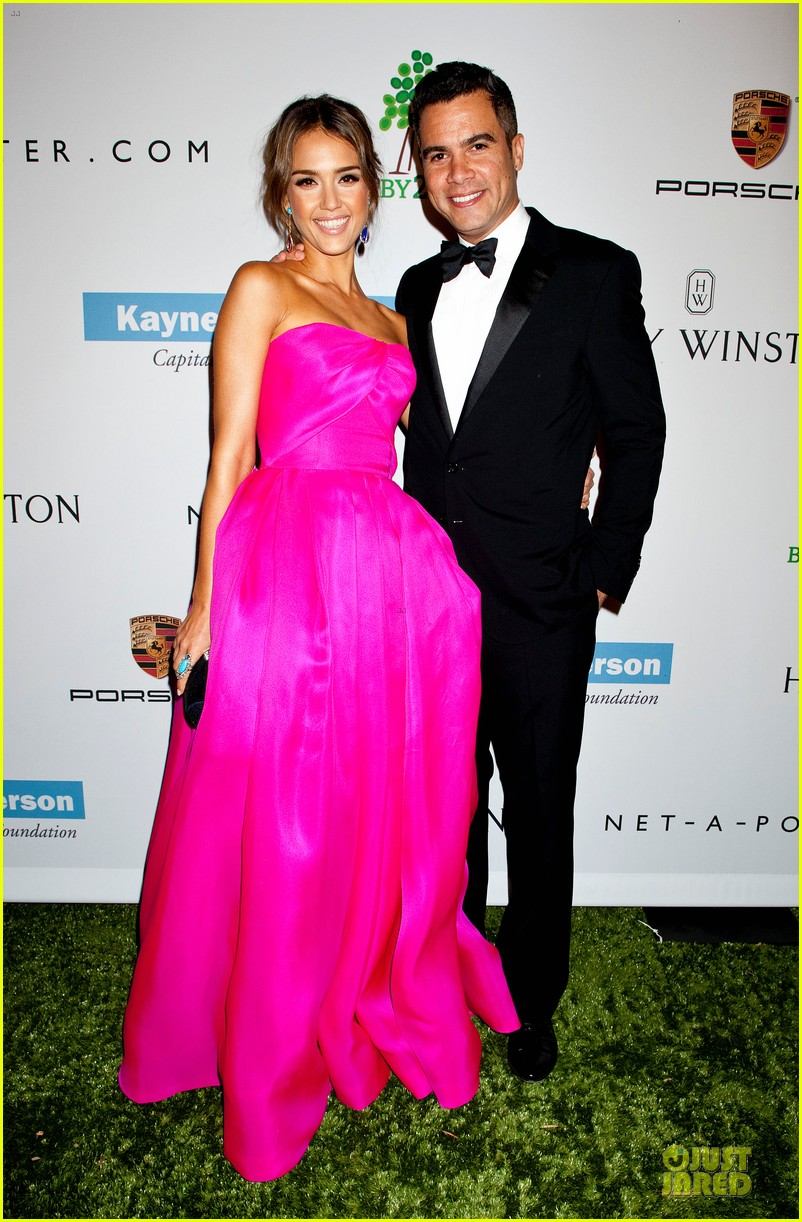 jessica alba baby2baby gala with honoree drew barrymore  022989431
