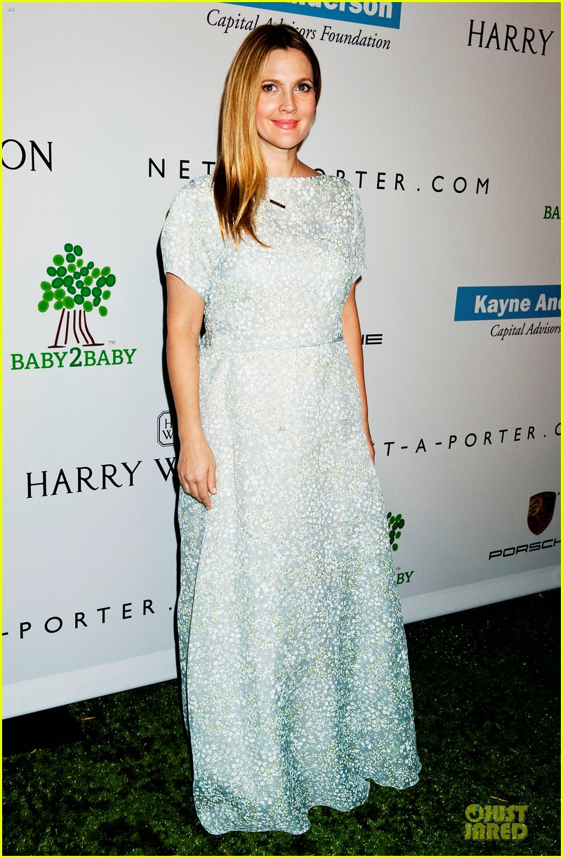 jessica alba baby2baby gala with honoree drew barrymore  042989433