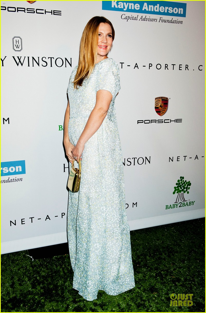 jessica alba baby2baby gala with honoree drew barrymore  062989435