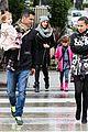 jessica alba cash warren wet family stroll after thanksgiving 03