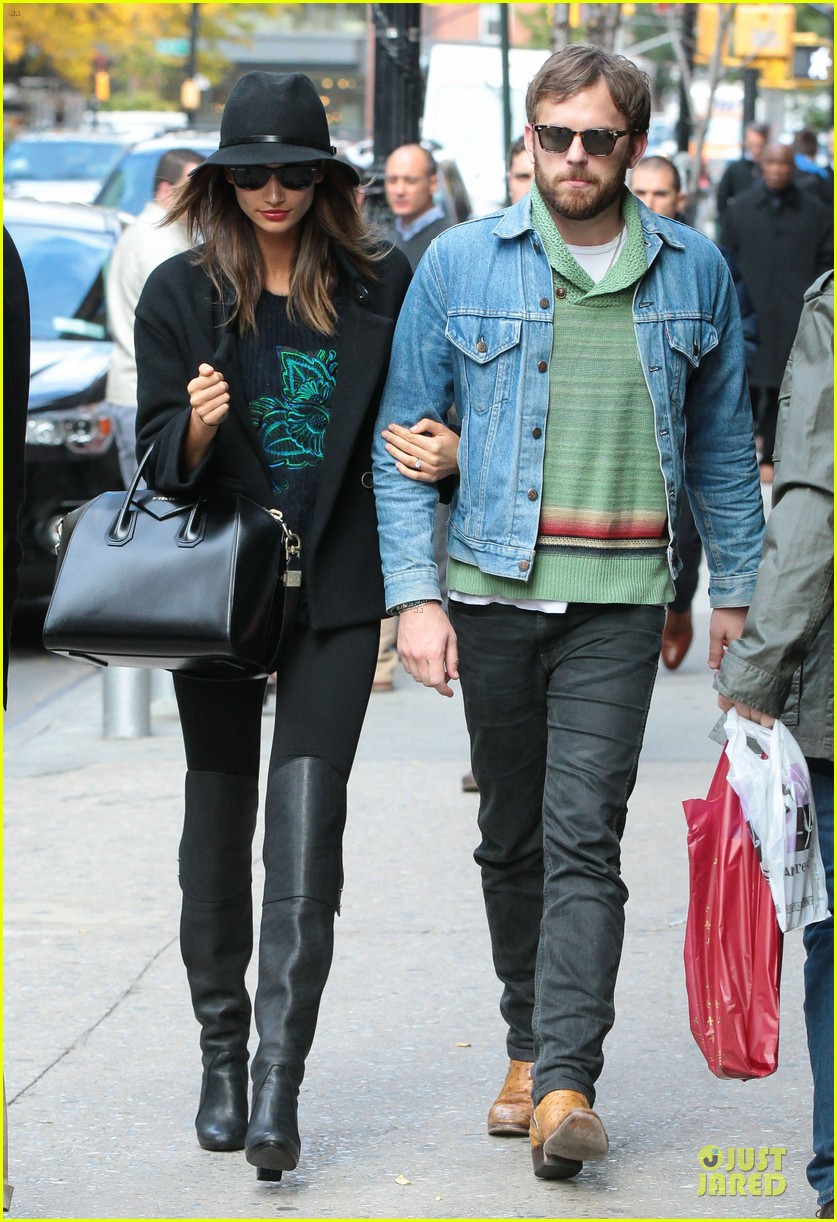 lily aldridge caleb followill set to participate in st jude give thanks walk 022987354