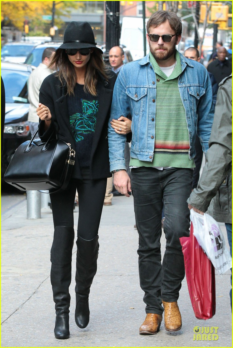 lily aldridge caleb followill set to participate in st jude give thanks walk 042987356