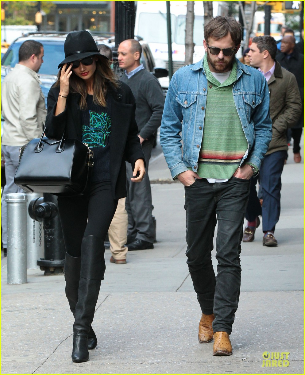 lily aldridge caleb followill set to participate in st jude give thanks walk 062987358