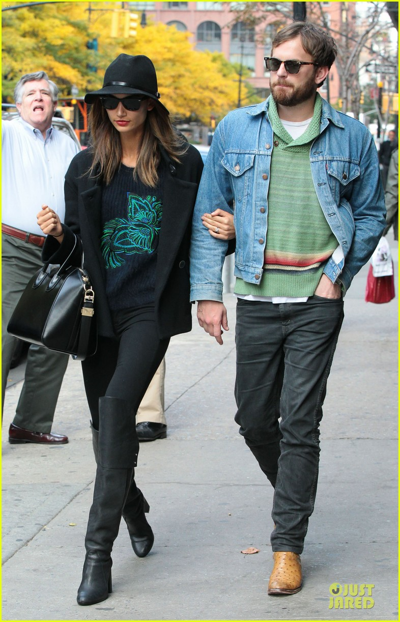 lily aldridge caleb followill set to participate in st jude give thanks walk 072987359