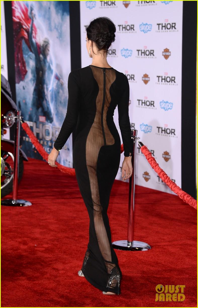 jaimie alexander wears racy dress no underwear to thor premiere 052986533