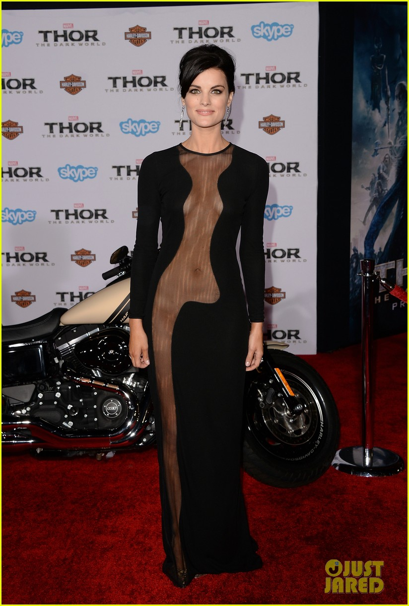 jaimie alexander wears racy dress no underwear to thor premiere 06