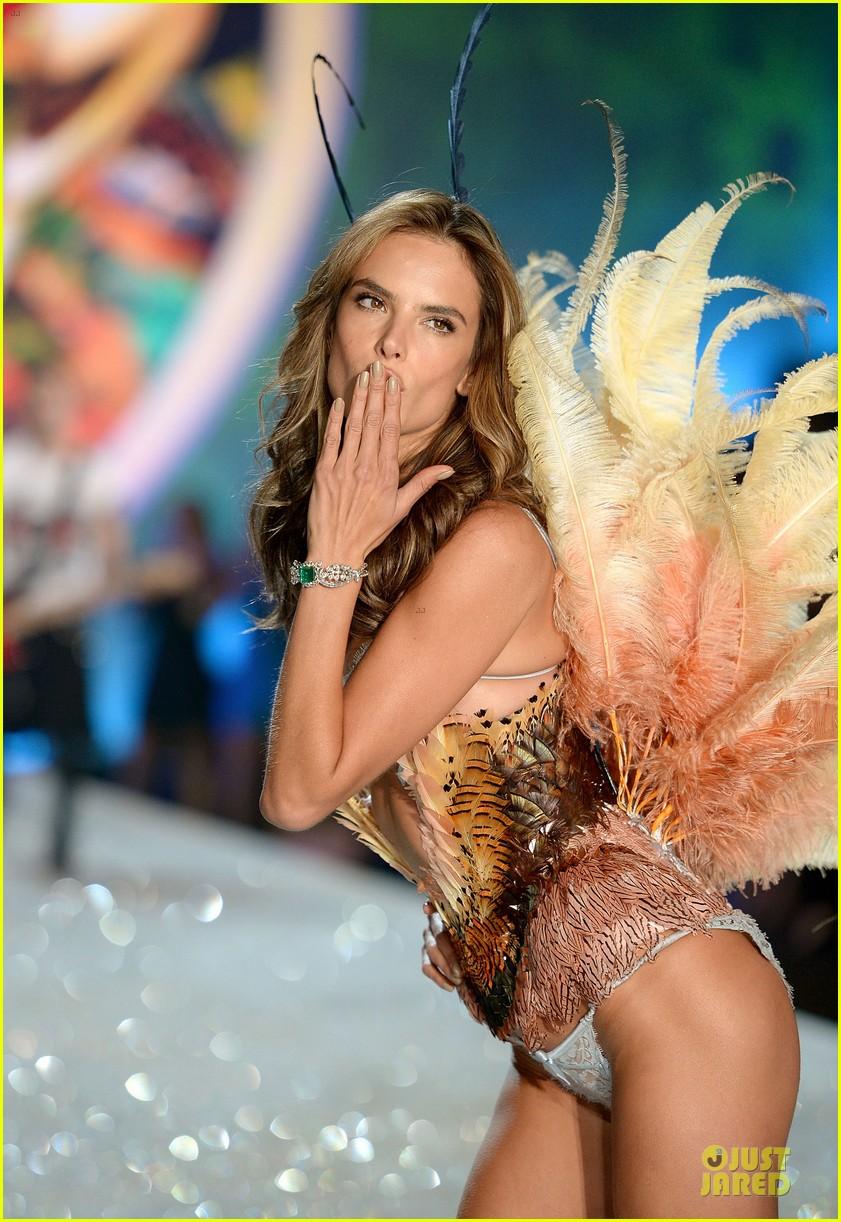 alessandra ambrosio karlie kloss victorias secret fashion show 2013 02