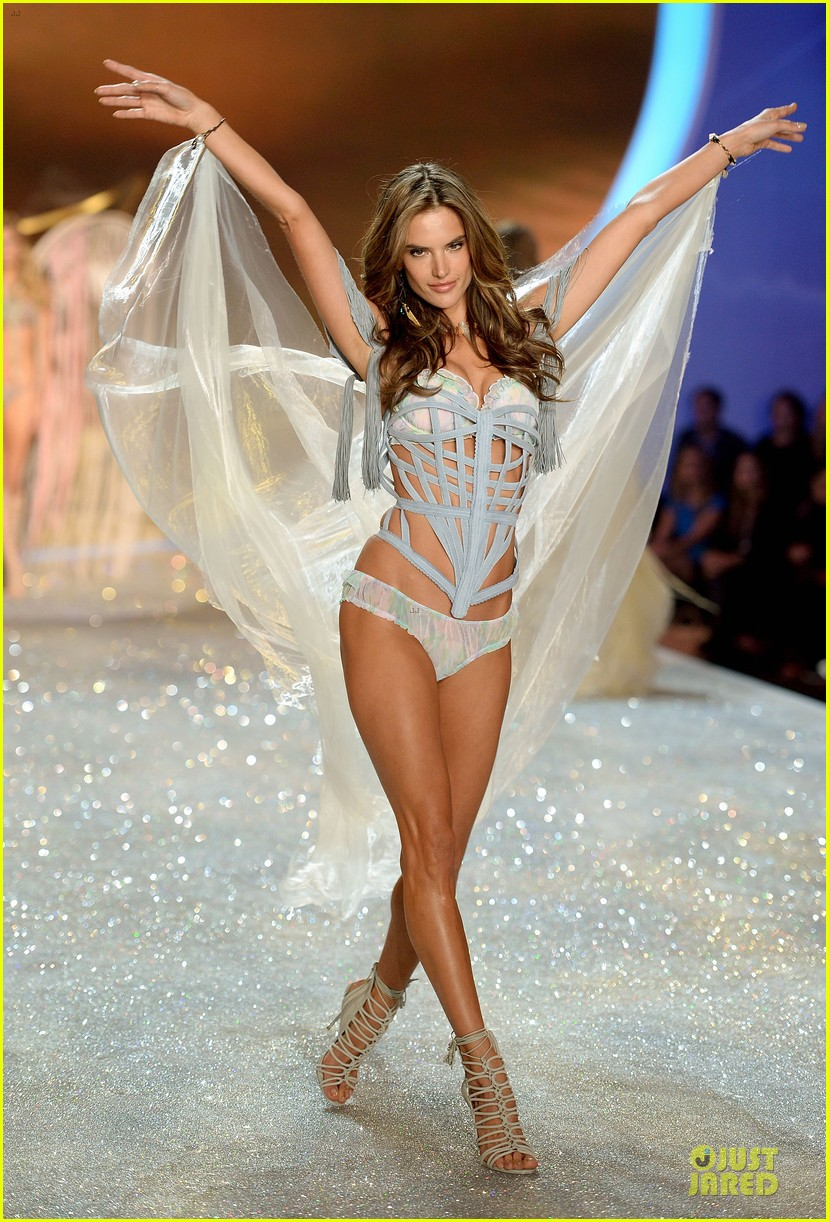 alessandra ambrosio karlie kloss victorias secret fashion show 2013 182992251