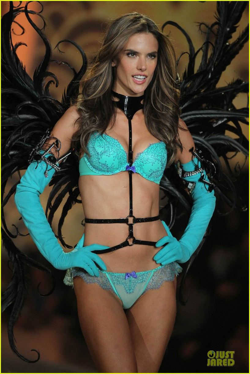 alessandra ambrosio karlie kloss victorias secret fashion show 2013 31