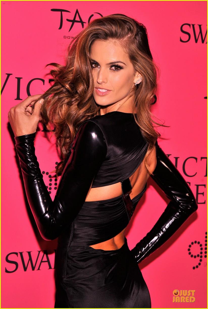 Alessandra Ambrosio Victoria S Secret Fashion Show