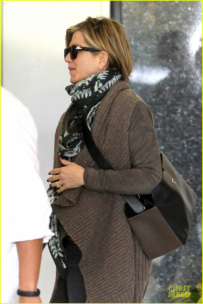 jennifer aniston rocks short hair for skin care clinic 022993607