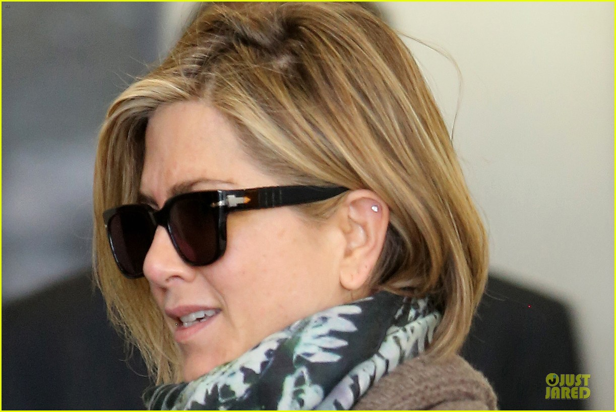 jennifer aniston rocks short hair for skin care clinic 08