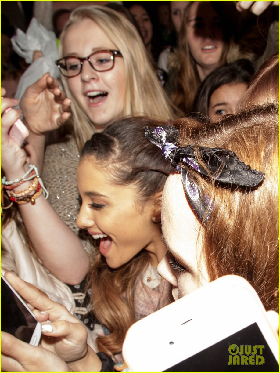 ariana grande arrives in amsterdam for mtv ema 2013 062989089
