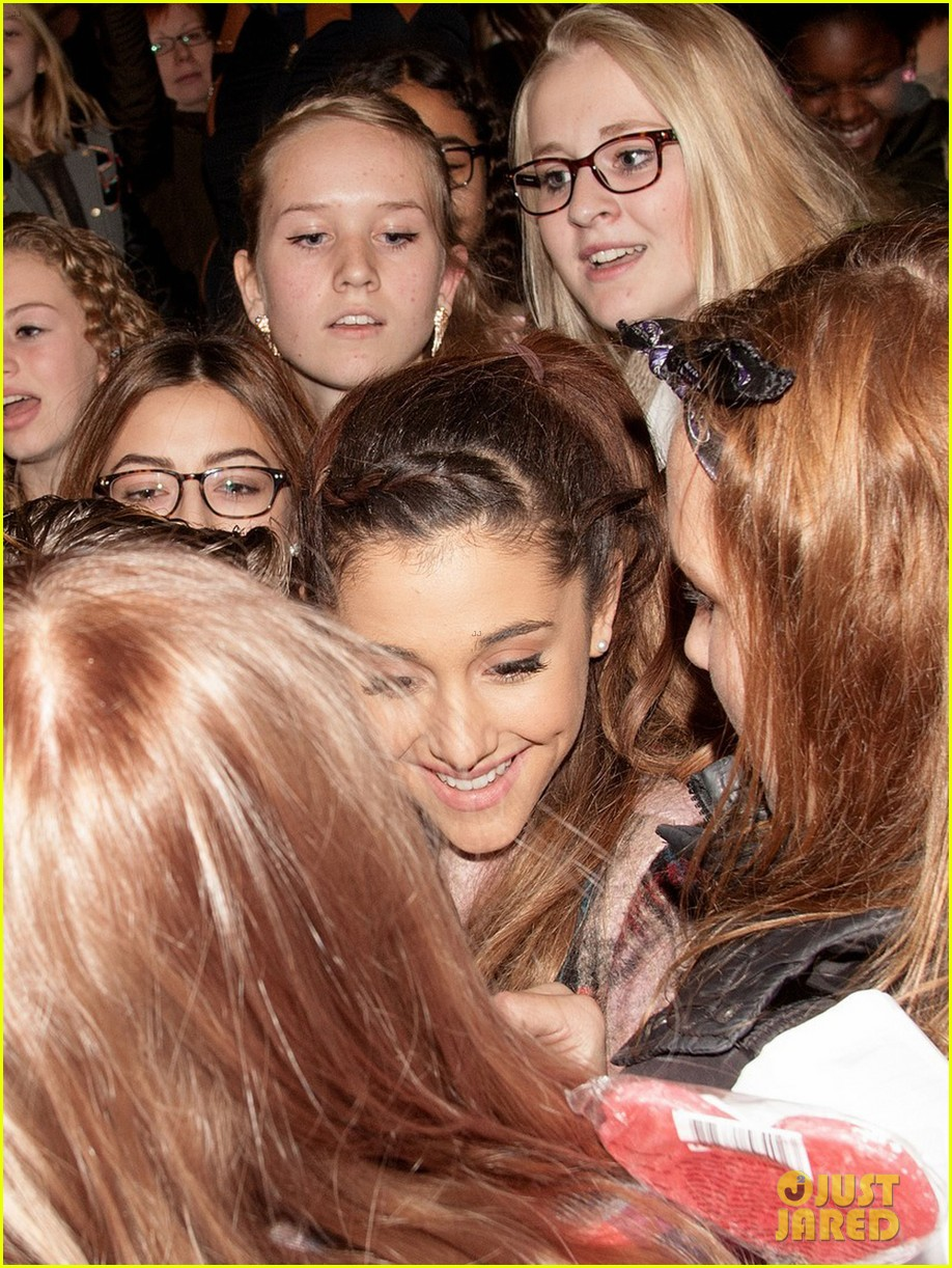 ariana grande arrives in amsterdam for mtv ema 2013 102989093
