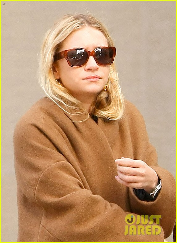 ashley olsen madison avenue shopper 012998880